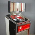 Het repareren of restaureren van een jukebox