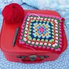 Spreien en dekens haken met vierkantjes en granny squares